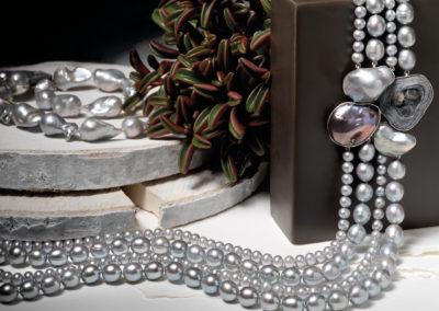 Collana perle grigie